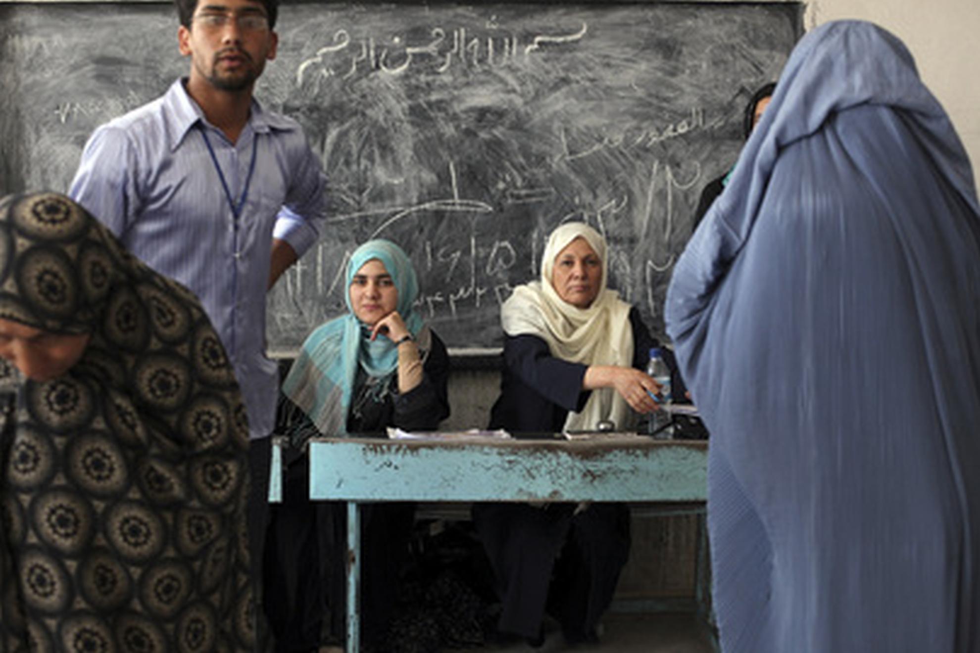 En kvinde vil stemme til præsidentvalget. Foto UN