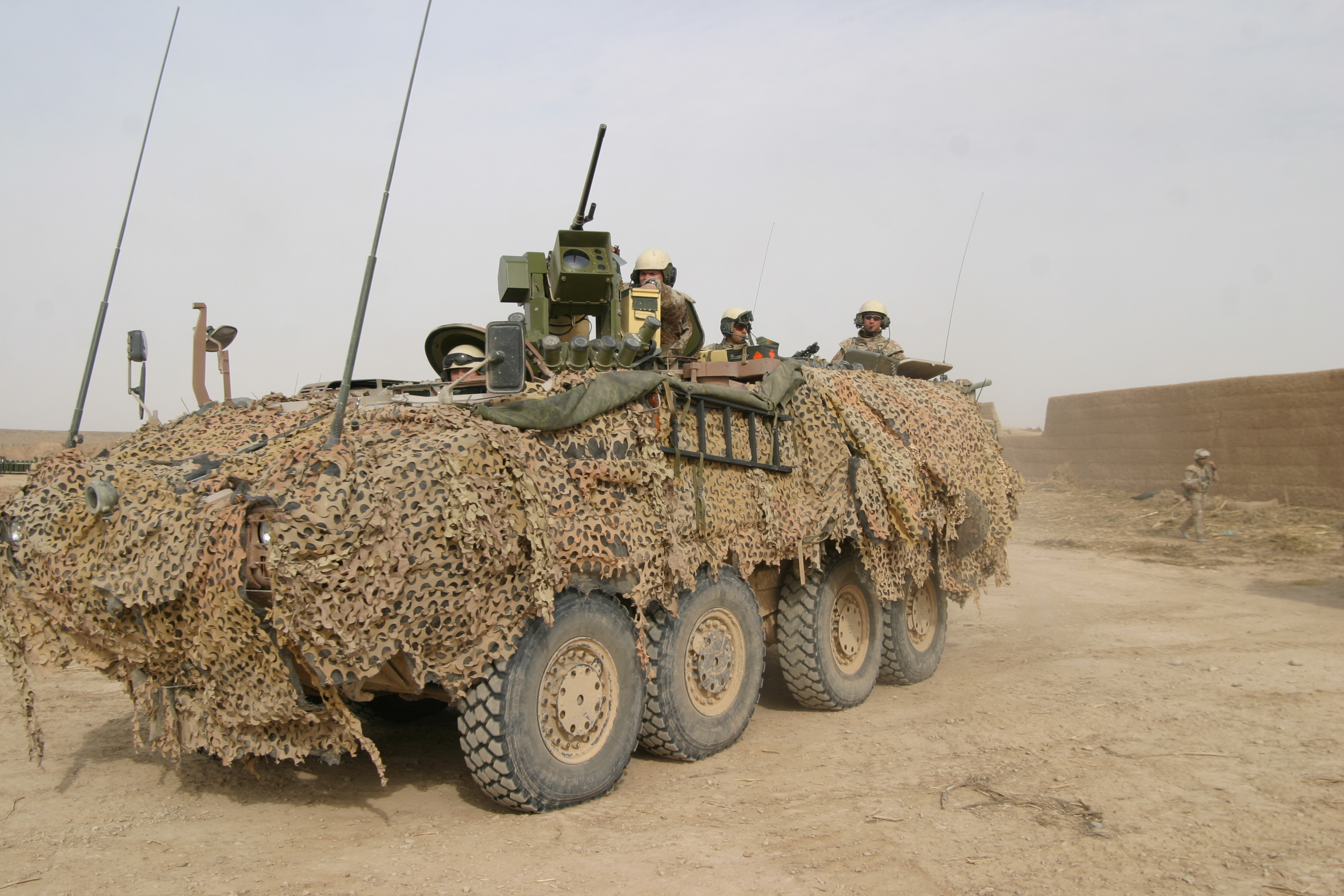 Piranha in the Sandford camp. The heavy artillery often served as backup for the soldiers patrolling on foot. Photo: HOK, 2008