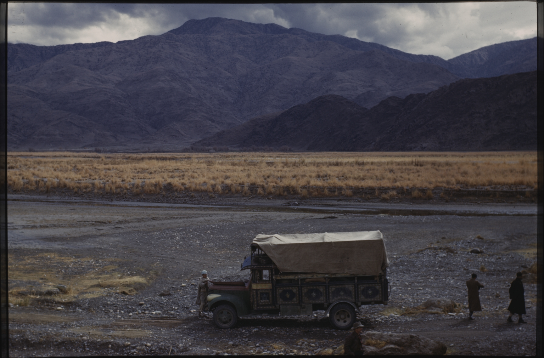 In spite of poor infrastructure, trucks manage to reach faraway corners of the country. That means the end of the nomads' trade monopoly. Photo: Jean Bourgeois, 1968