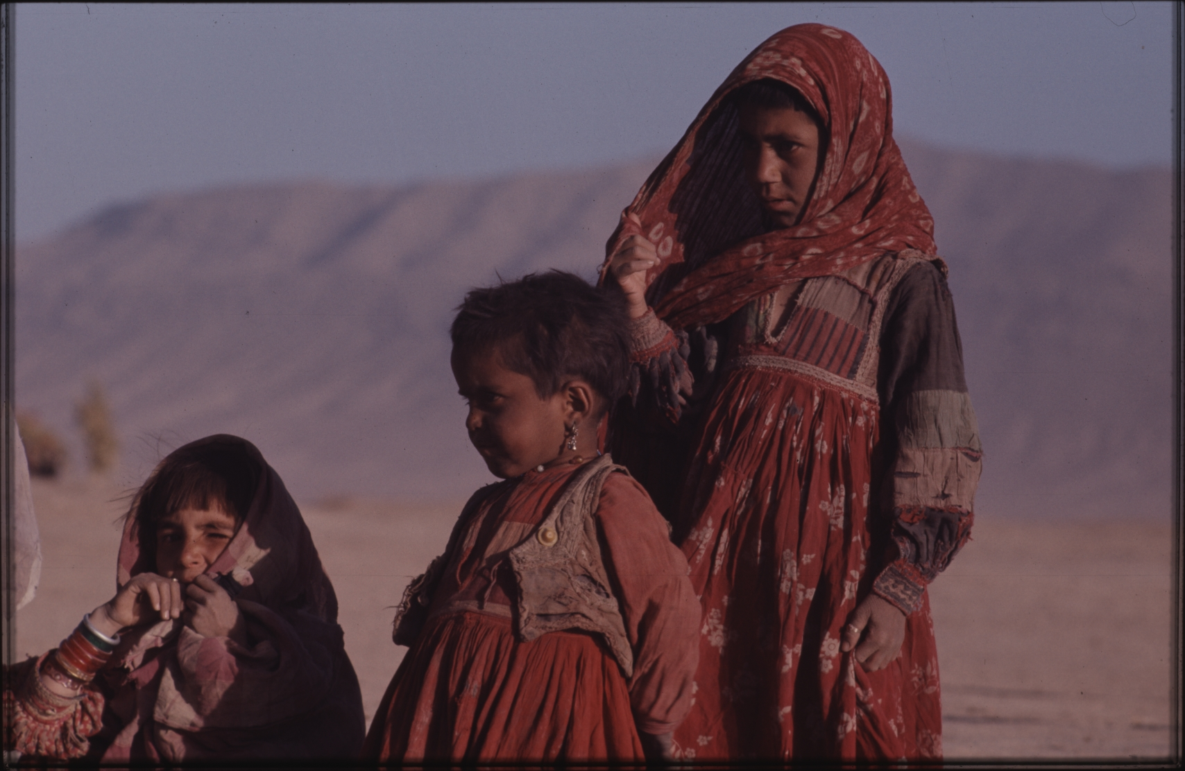 The nomad children take good care of their younger siblings. As a rule, they do not attend school. Photo: Jean Bourgeois, 1971