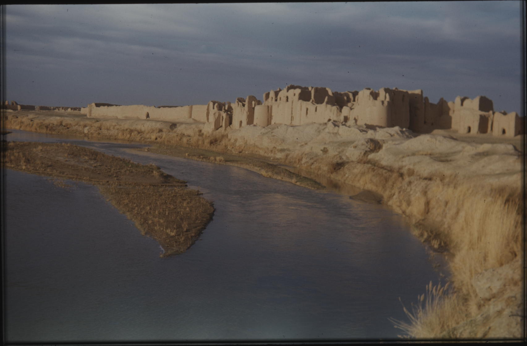 Most of the buildings in the country are made of clay and merge beautifully into the landscape. The Henning Haslund-Christensen Memorial Expedition, 1953-'55. Photo: the Moesgaard Museum archives