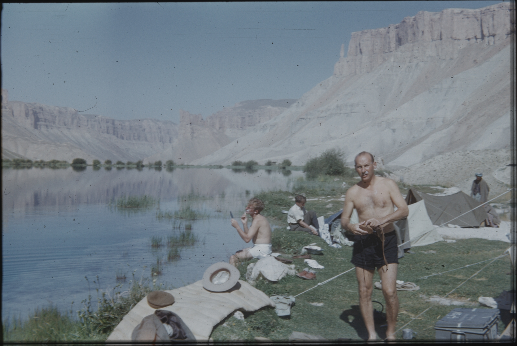The members of the Henning Haslund-Christensen Memorial Expedition have set up camp on a riverbank. It is Prince Peter, the leader of the expedition, who strikes a pose in front. The Henning Haslund-Christensen Memorial Expedition, 1953-'55. Photo: the Moesgaard Museum archives