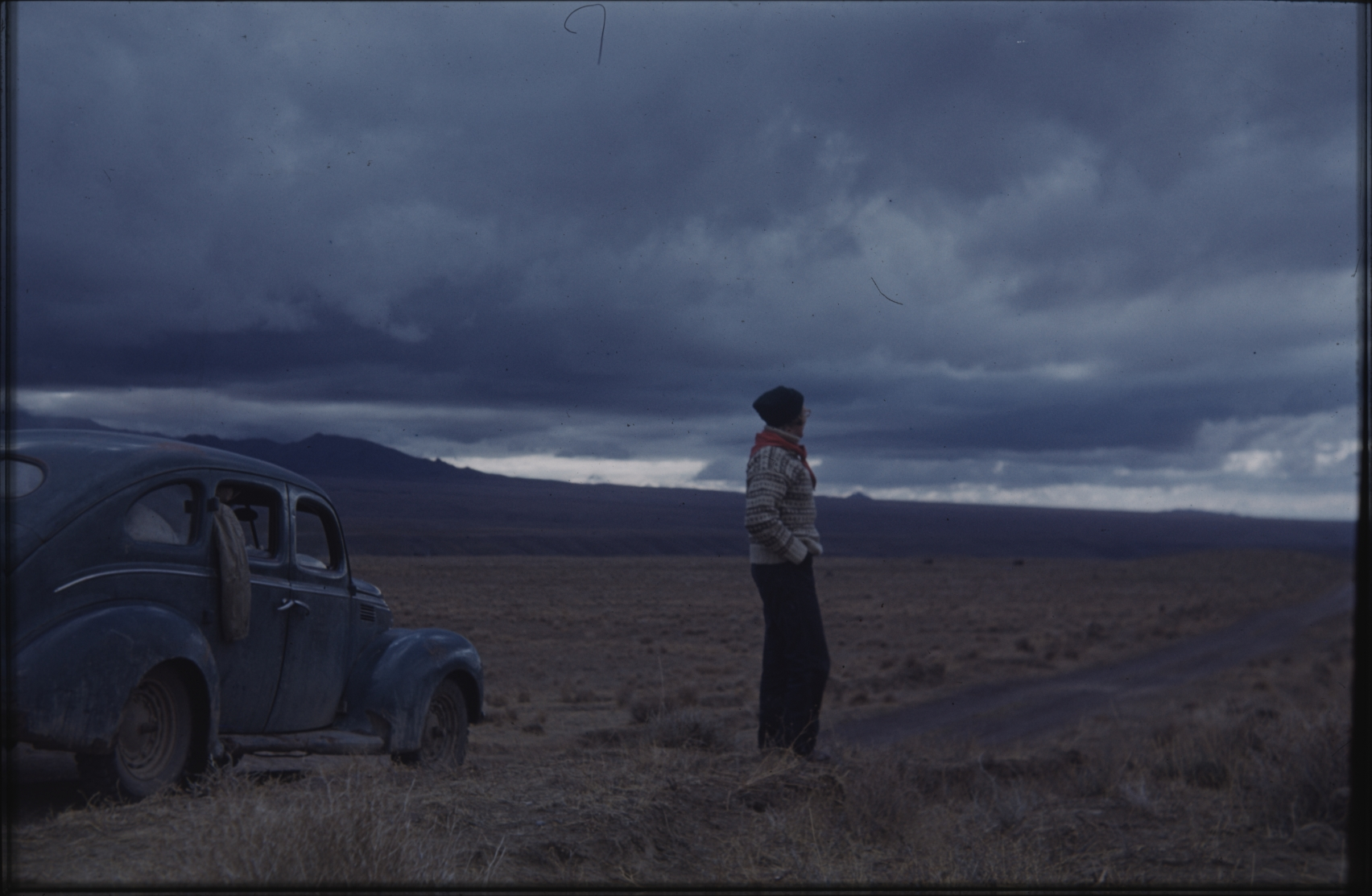 Marianne Ferdinand partook in part of the expedition with her husband, Klaus. Here travelling by car. In 1953, only approximately 5,000 private cars were registered in Afghanistan, so they met many people on their way who had never seen a car before. The Henning Haslund-Christensen Memorial Expedition, 1953-'55. Photo: the Moesgaard Museum archives