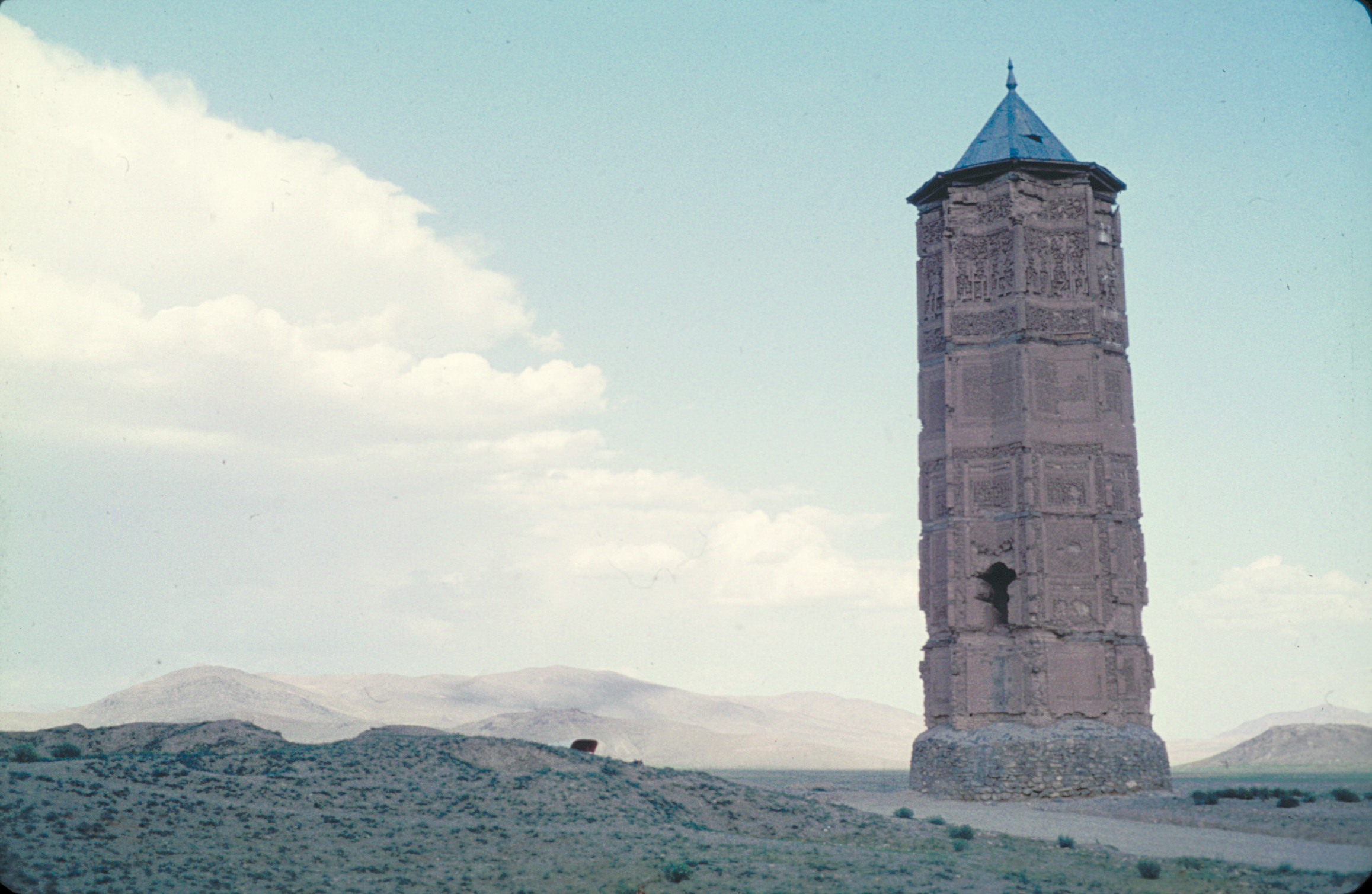 Minaret in Ghazni, the capital of the Ghaznavid realm. Photo: Moesgaard Museum