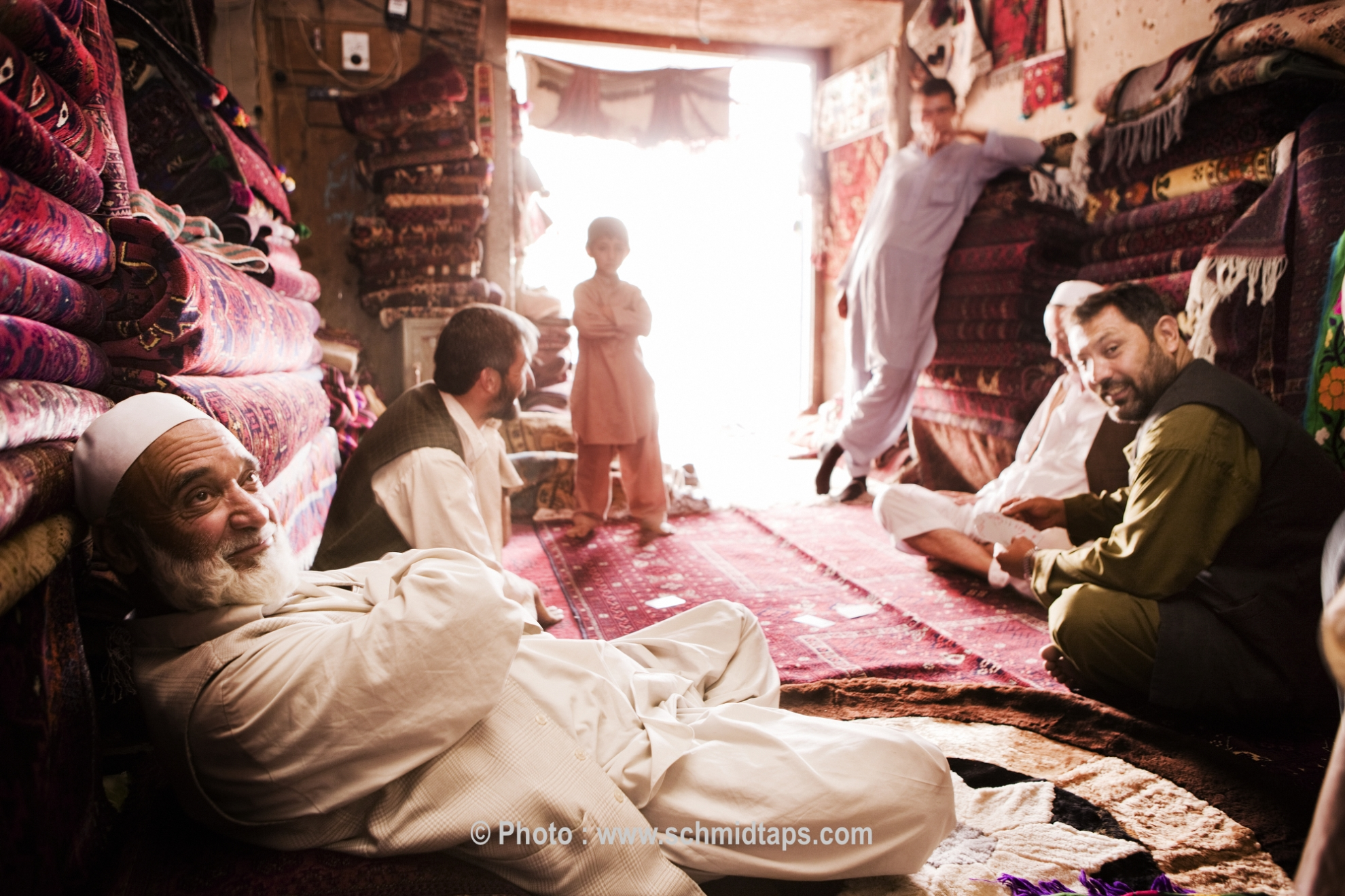 Men and boys relaxing in a carpet shop. Photo: Lars Schmidt, 2010-'13