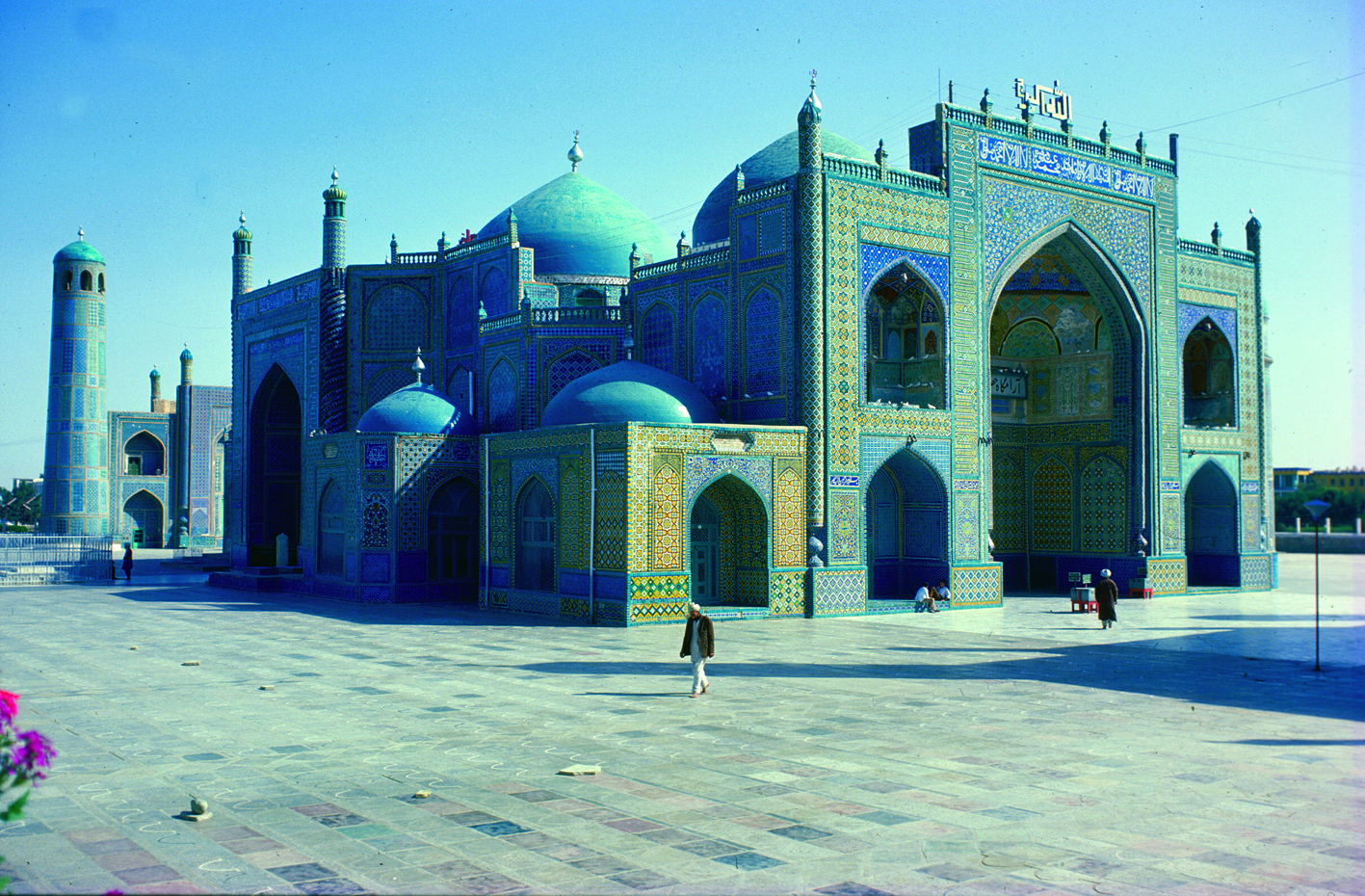 Islam was introduced in present-day Afghanistan when the Arabs conquered the area i 642. The mosque in the photo is called Hazrat Ali and is located in Mazar-i-Sharif. This shrine is considered the burial place of the prophet Mohammed's son-in-law. Photo: Moesgaard Museum archives
