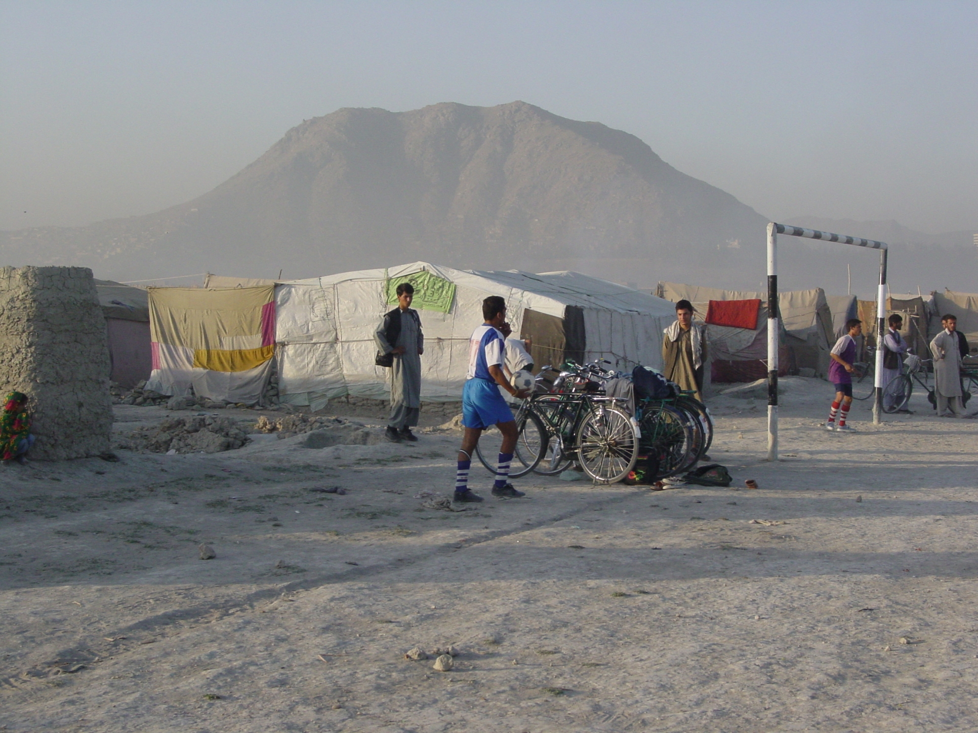 Football is a popular pastime in Afghanistan – not least in the refugee camp. Photo: Jens Kjær Jensen, 2003