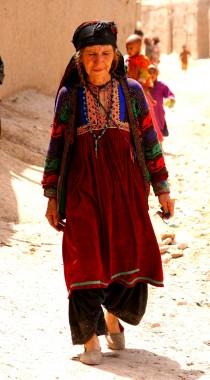 Andre har det med at kopiere indisk tøj og mode. Men vores egen broderede krave og runde kjoler er godt.