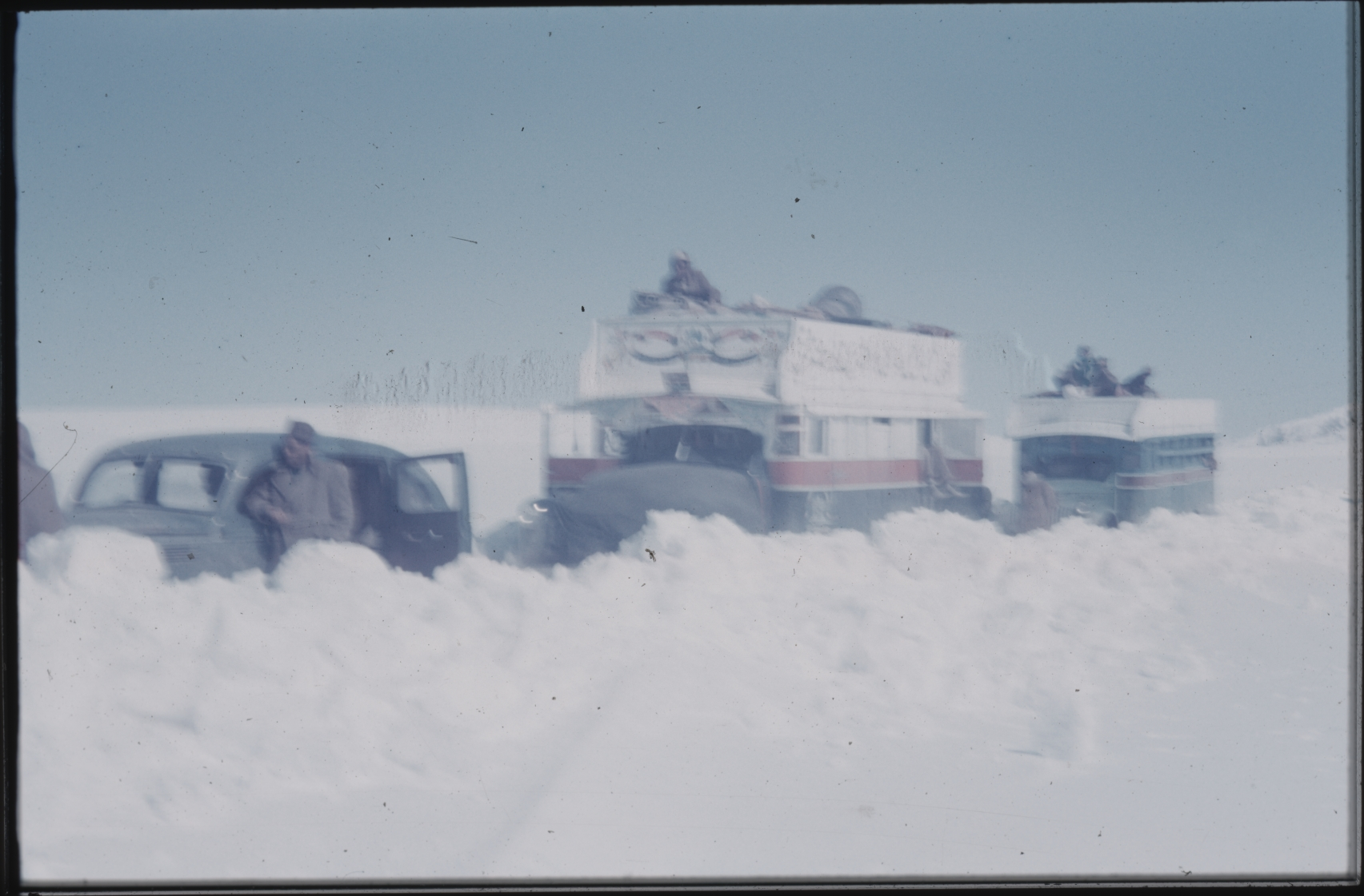 A massive snowfall has blocked the road, leaving the expedition trapped. The Henning Haslund-Christensen Memorial Expedition, 1953-'55. Photo: the Moesgaard Museum archives