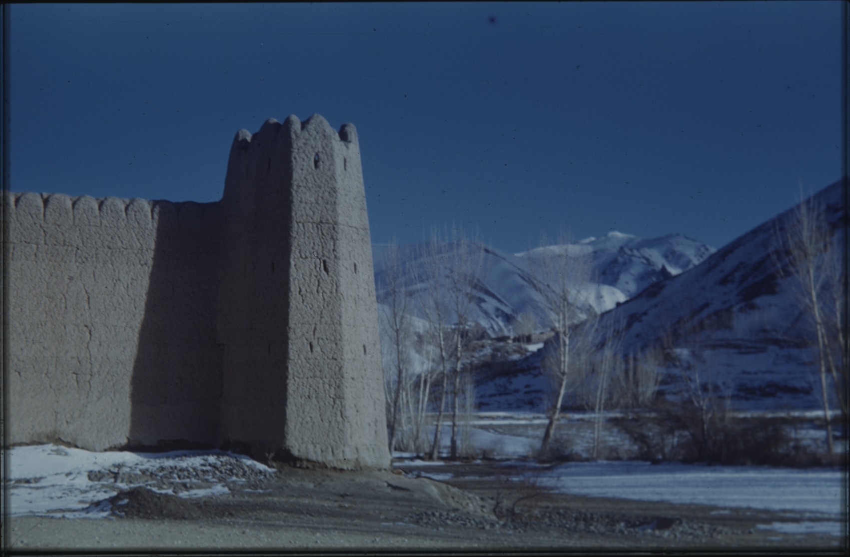 Many villages were surrounded by tall walls. Here the corner of a qal'a, a wall to protect the villagers against foreigners and wolves. The Henning Haslund-Christensen Memorial Expedition, 1953-'55. Photo: the Moesgaard Museum archives