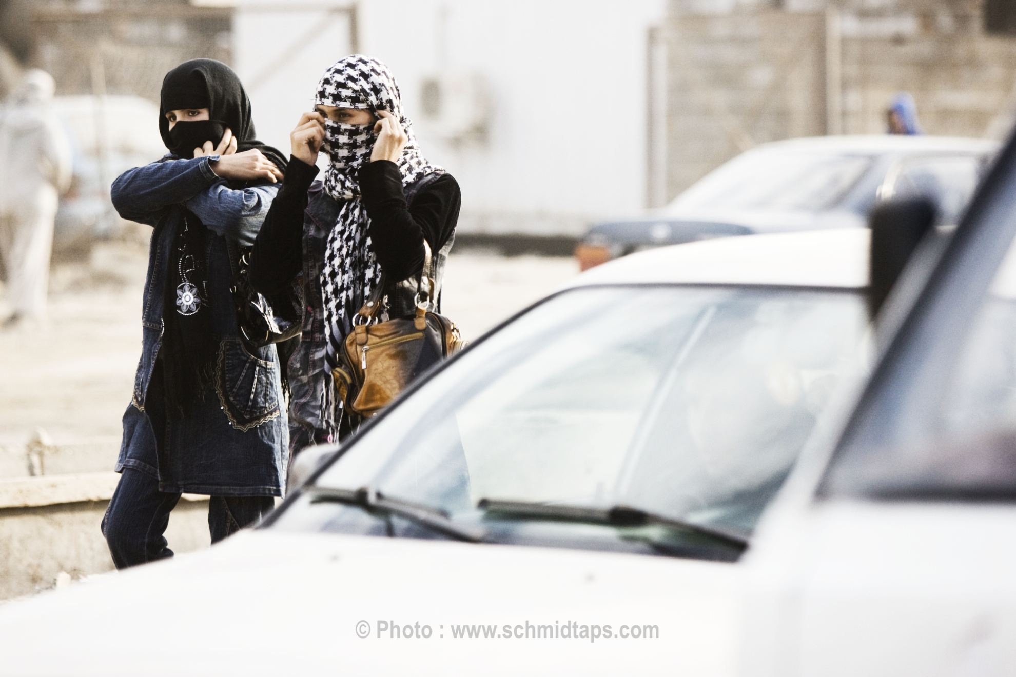 Young fashionable women walking the streets of Kabul. Photo: Lars Schmidt, 2010-'13.